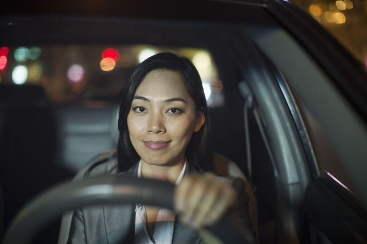 woman-drive-car-alone-in-night